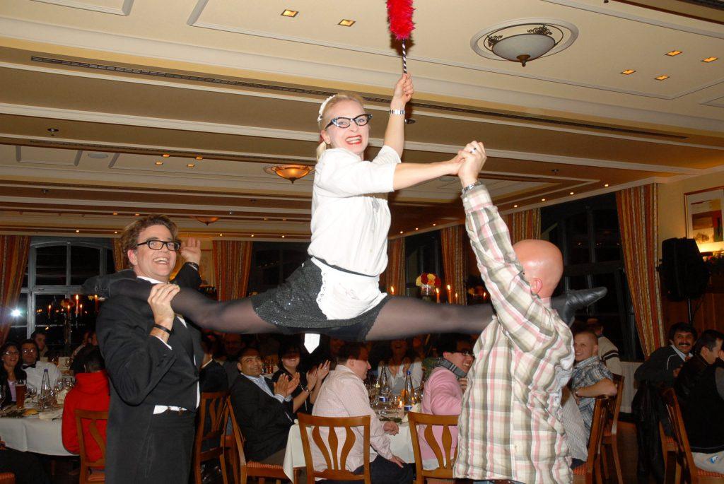 Comedy Kellner Akrobatik mit Gast   Wiliams Entertainment & Friends