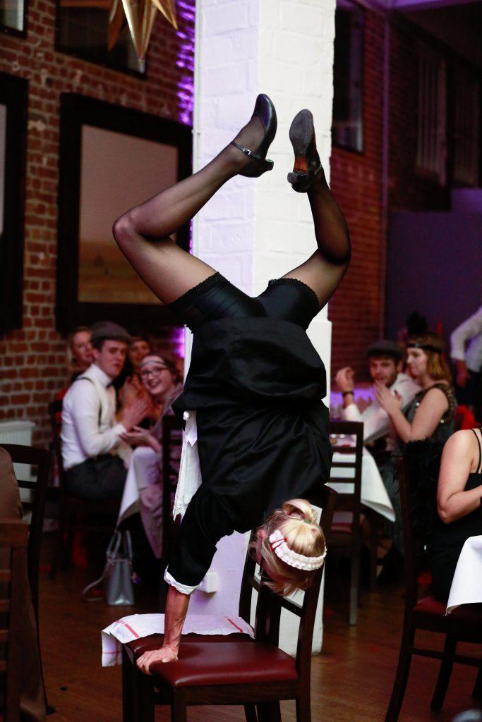 Comedy Kellnerin Susi akrobatisch   Wiliams Entertainment & Friends